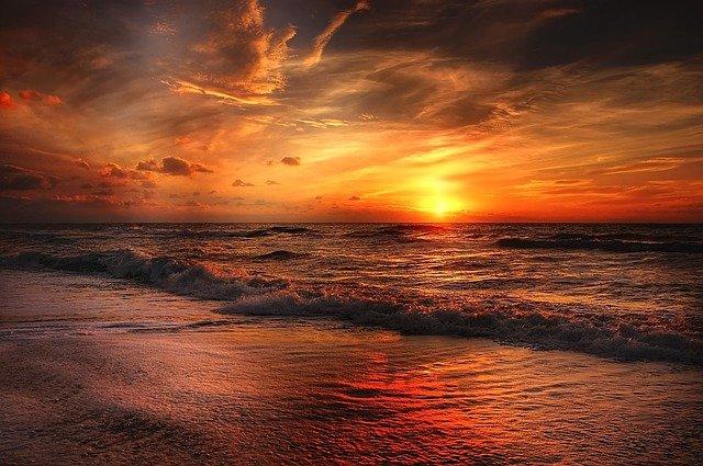 slunce nad mořem