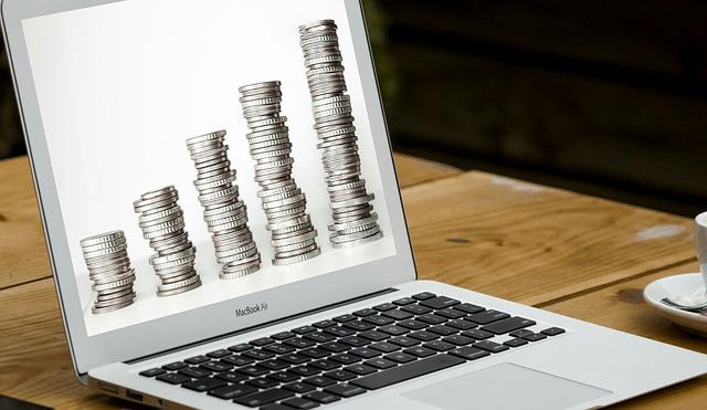 peníze přes počítač.jpg