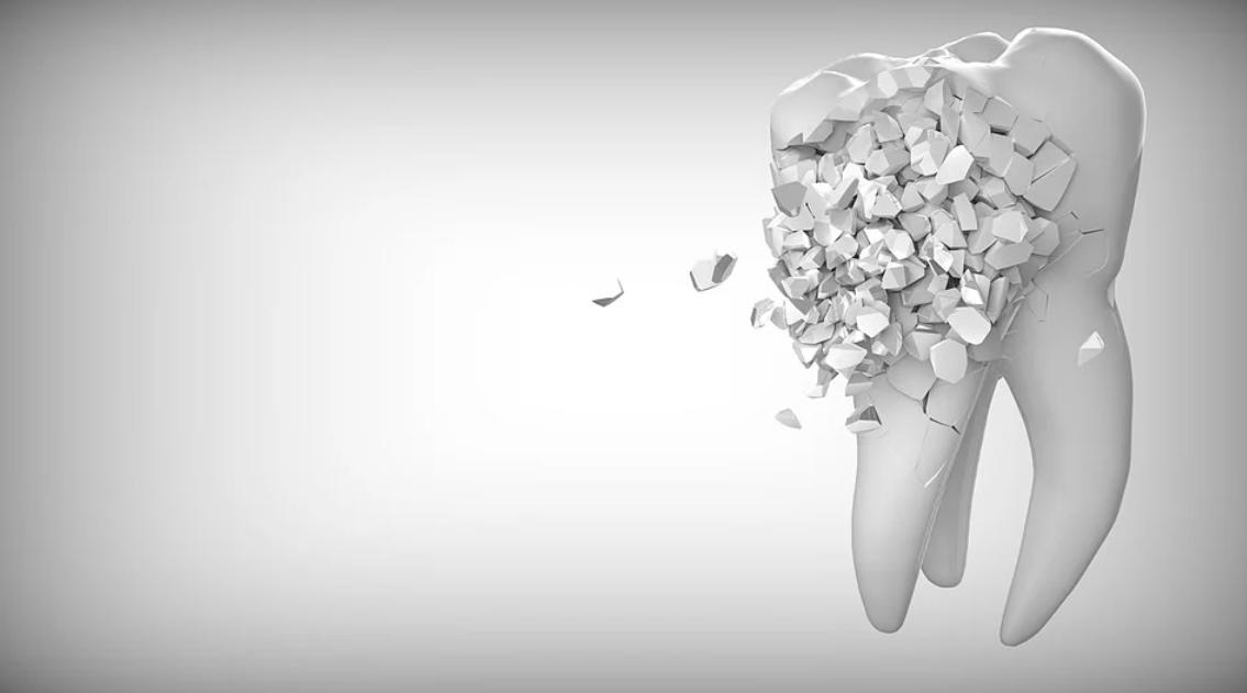 rozpadající se zub